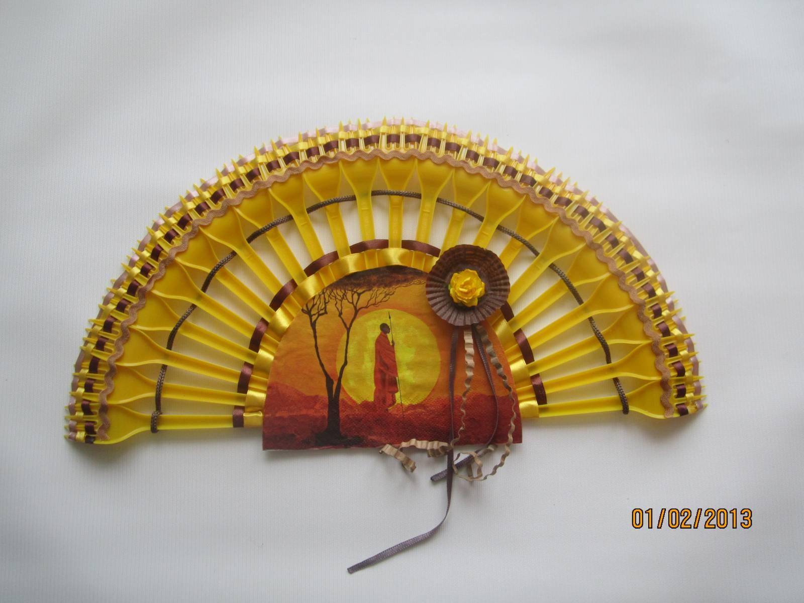 Как из пластмассовых вилок сделать веер